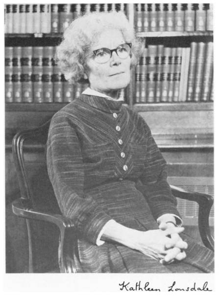1971 photo of Kathleen Lonsdale, taken by the AP and appearing in her biographical memoir.