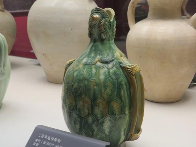 Tri-color tortoise pot.