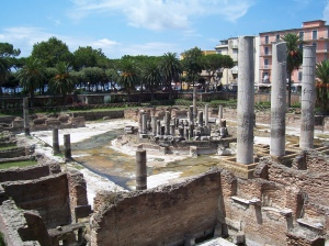 The Macellum in 2004, via Wikipedia. On the columns you can see the damage caused by the molluscs.